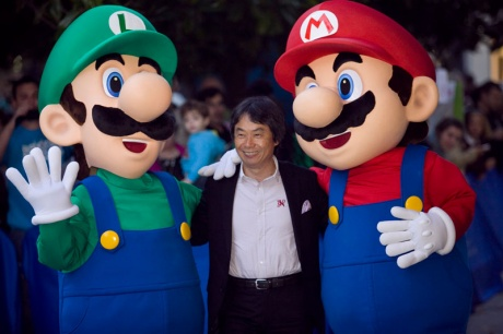 Miyamoto se da un baño de masas en Gijón
