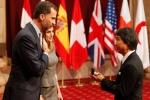 Los galardonados reciben las insignias de manos del príncipe de Asturias