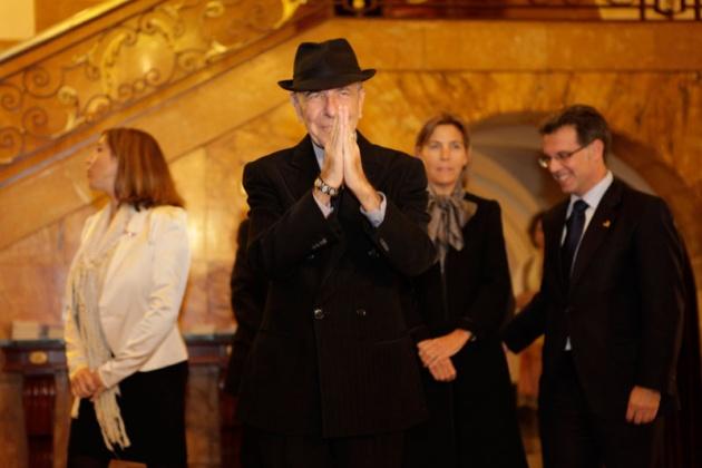 Leonard Cohen recibe un vibrante homenaje en el Jovellanos, donde Nacho Vegas le advierte de que «cuidado con saludar a los que mataron a Lorca»