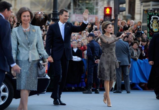La alfombra roja se llena un a�o m�s de glamour antes de la ceremonia de entrega de los Premios Pr�ncipe de Asturias 2011.