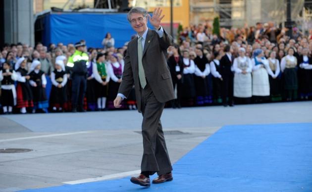 La alfombra roja se llena un año más de glamour antes de la ceremonia de entrega de los Premios Príncipe de Asturias 2011.