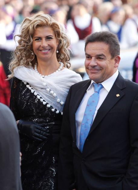 La alfombra azul se llena un año más de glamour antes de la ceremonia de entrega de los Premios Príncipe de Asturias 2011.