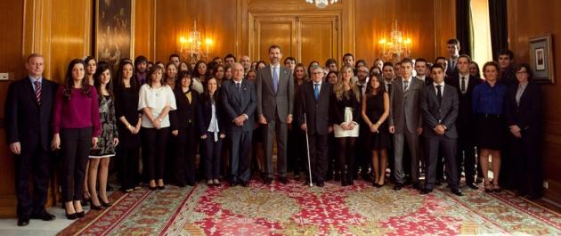 Los Pr�ncipes de Asturias estudiantes que han obtenido los premios fin de carrera de la Universidad de Oviedo.