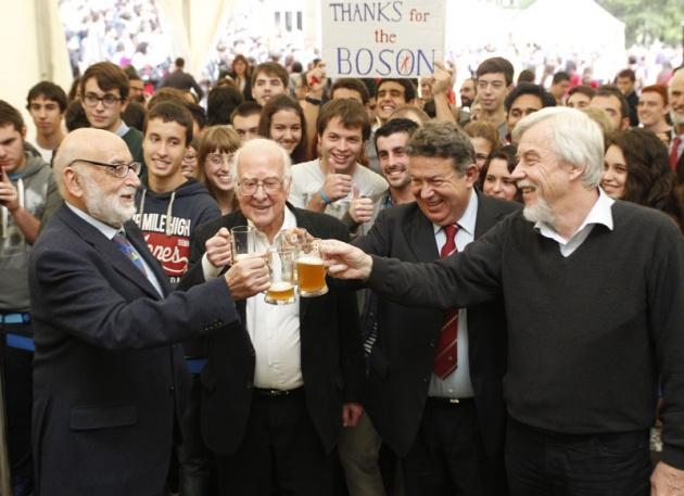Higgs, Englert y el CERN, con los estudiantes asturianos