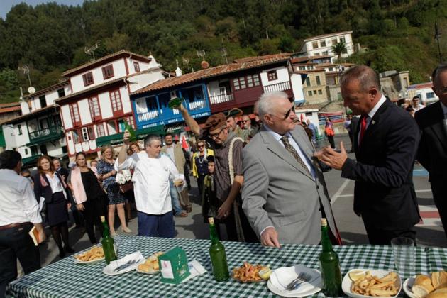 Joseph P�rez, Premio Pr�ncipe de Asturias de las Ciencias Sociales, visita Villaviciosa y Tazones