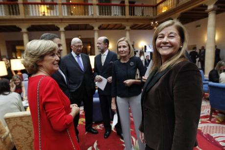 Autoridades y rostros conocidos pasan por el Reconquista antes de la ceremonia